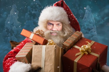 become_santa_face_in_hole